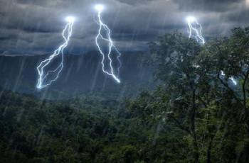 4 ივლისს დღის ბოლოდან 5 ივლისის დილამდე მოსალოდნელია ხანმოკლე წვიმა ელჭექით, ზოგან ძლიერი,შესაძლებელია სეტყვა და ქარის გაძლიერება