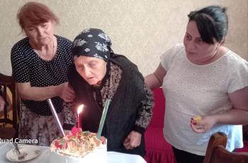 ხაშურის მუნიციპალიტეტში მცხოვრებ ქალს 100 წელი შეუსრულდა