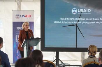 გორში, ქარის ელექტროსადგურის ტერიტორიაზე USAID-ის ენერგეტიკული მომავლის უზრუნველყოფის პროგრამის ოფიციალური გახსნის ცერემონია გაიმართა